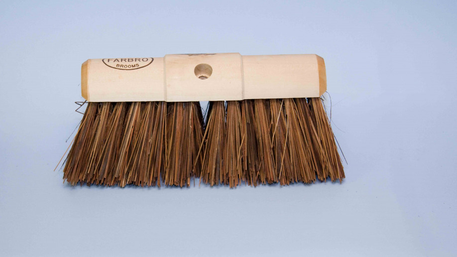13 BASSINE YARD BROOM HEAVY DUTY.